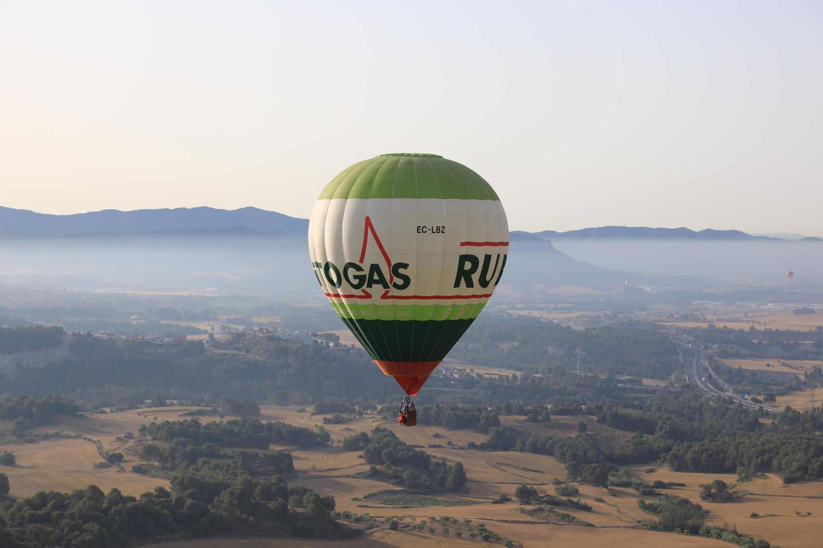 Vitogas sobrevuela el cielo de Igualada